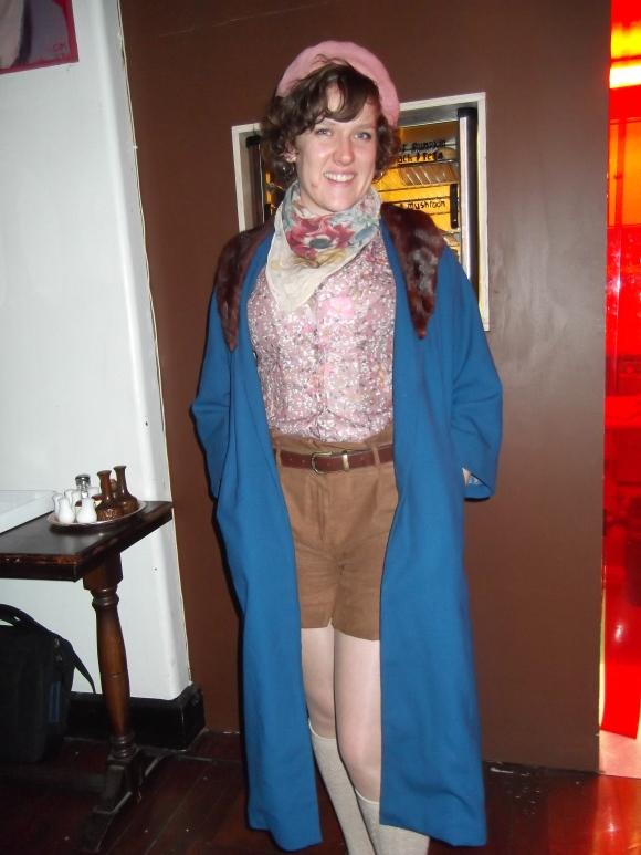 Laura Jane wears vintage.