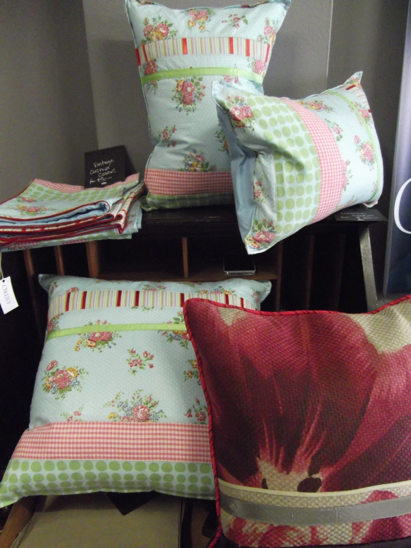 Cushions by 'O'Reily Interiors' (designed by Donna Gibbons)