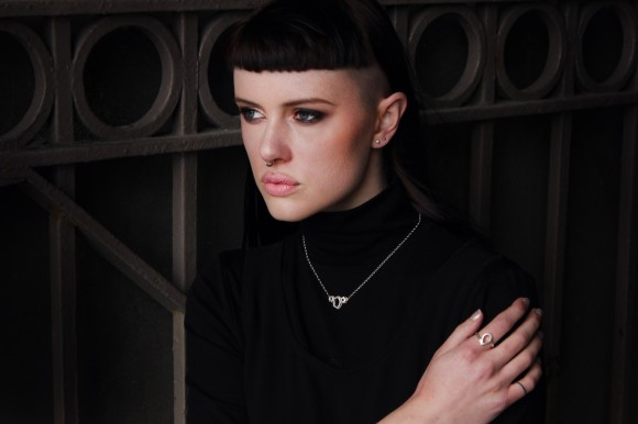 Asscher necklace and Teardrop ring from 'Absence' collection (© Scarlett Jewellery Label)